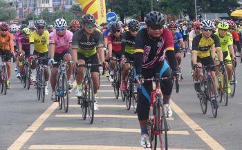'มุกดาหาร' ปั่นจักยานส่งเสริมการท่องเที่ยวฉลอง 36 ปีจังหวัด