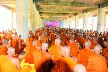 คลิป เป็นบุญยิ่งนัก! พระสงฆ์สายธรรมยุต 646 รูป 3 จังหวัดชายแดนไทย-กัมพูชาร่วมพิธีลงอุโบสถ