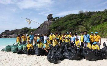 ร่วมด้วยช่วยกัน! เก็บขยะ 'เกาะสิมิลัน' ต้อนรับฤดูการท่องเที่ยวทางทะเลอันดามัน