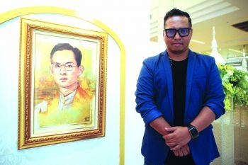 'ธ สถิตในดวงใจไทยนิรันดร์'